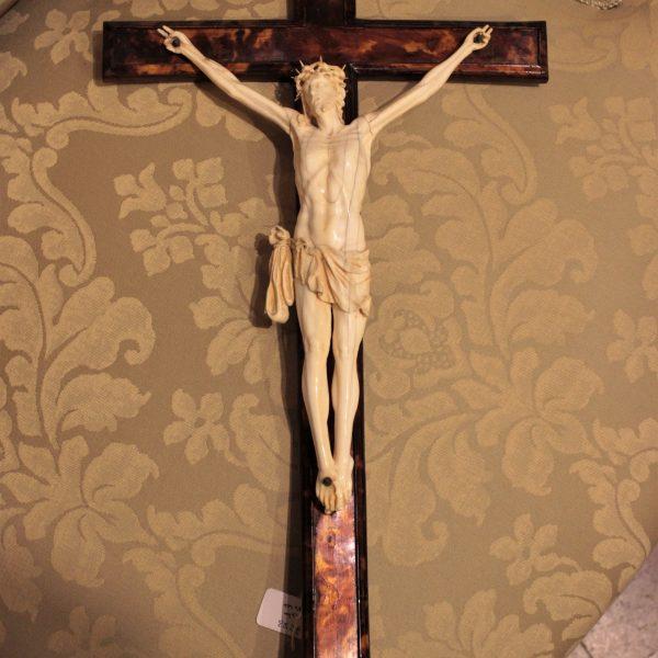 Crocifisso in avorio e croce in tartaruga, XIX sec.